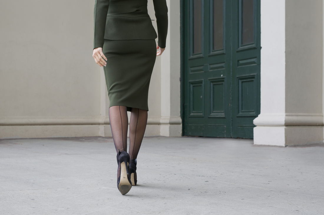 What Shoes To Wear With Pencil Skirt In Winter